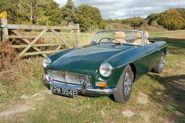 Hire a British racing green MGB Roadster from our Oxford branch